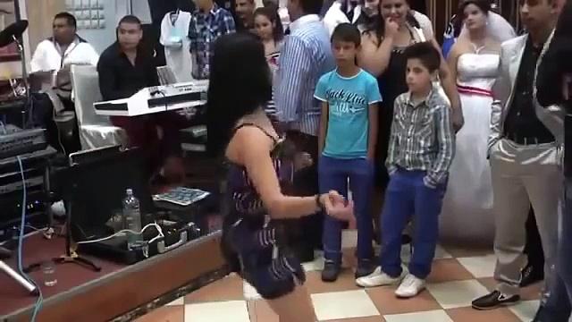 ღ ღ Kaif LINDO A menina dança a dança do leste ღ