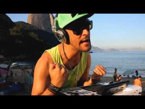 MC CREU Ó DJ COMANDO SUA BUNDA – FUNK D`LUXO