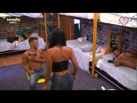 Andreia faz uma «lap dance» a Tozé
